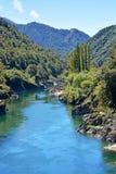 El río majestuoso de Buller entra en la garganta de Buller de la costa oeste. fotos de archivo