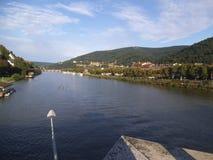 el río Neckar en Heidelberg imagen de archivo
