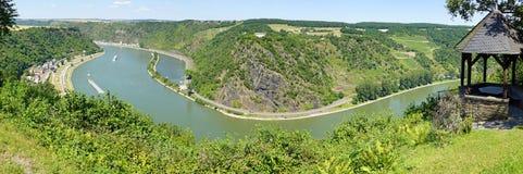 El río Rhine en Alemania con la roca del lorelei imágenes de archivo libres de regalías