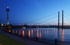 El río Rhine en Düsseldorf, Alemania Imagen de archivo