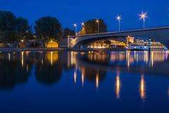 El río Rhon en Aviñón Foto de archivo