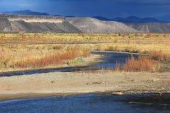 El río Rio Grande, Neuquen, la Argentina Foto de archivo