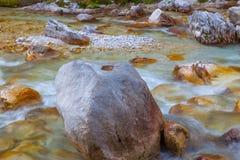 El río Soca, Eslovenia de la montaña Imagen de archivo