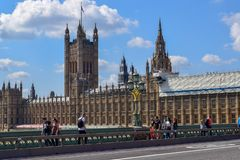 El río Támesis y palacio de Westminster y de x28; Casas del parlamento imagenes de archivo