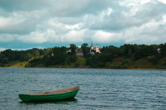 El río Volga cerca de la ciudad de Tutaev Foto de archivo libre de regalías