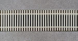 El rallar adorna con la piscina para el filtro y el agua del tratamiento Imagen de archivo