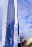 El rascacielos de cristal del edificio de Abstact del nuevo World Trade Center refleja Imagen de archivo libre de regalías