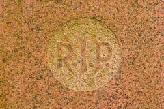El RASGÓN de la carta en un sepulcro Imagen de archivo libre de regalías