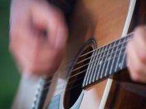 El rasguear del guitarrista Imagen de archivo