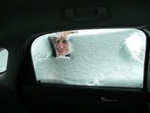 El raspar del hielo del coche Fotos de archivo libres de regalías