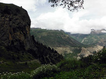 El rastro del alto Backpacker Himalayan escénico Fotos de archivo libres de regalías