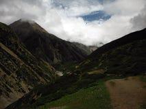 El rastro del Trekker en el circuito de 4000m+ Annapurna Imagen de archivo