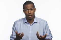 El reaccionar afroamericano joven a las noticias negativas, horizontales fotos de archivo libres de regalías