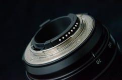 El reborde de un F-mountlens, incluyendo palanca de la abertura y contactos de la CPU foto de archivo libre de regalías