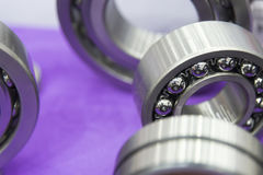 El recambio del rodamiento de bolitas de metal Foto de archivo libre de regalías