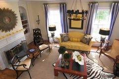 El receptor de papel adornó la sala de estar Foto de archivo