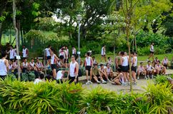 Soldados alistados de Singapur después del funcionamiento sincronizado de la distancia Fotos de archivo
