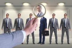 El reclutamiento y el concepto del empleo con el empleado seleccionado Imágenes de archivo libres de regalías