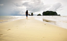El recorrer de la playa Fotos de archivo