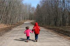 El recorrer de los niños Foto de archivo libre de regalías