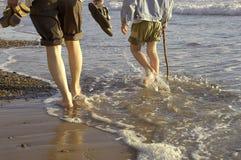 el recorrer en la playa imagen de archivo libre de regalías