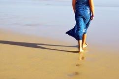 El recorrer en la playa Imágenes de archivo libres de regalías