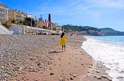 El recorrer en la playa Foto de archivo libre de regalías