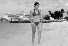 El recorrer en la playa de Nassau imagen de archivo