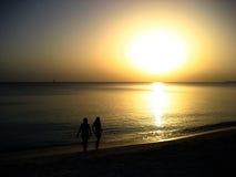 El recorrer en la puesta del sol imagenes de archivo