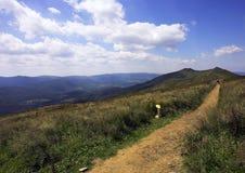 El recorrer en las montañas Fotos de archivo