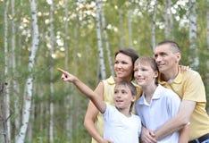 El recorrer feliz de la familia Foto de archivo