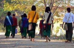 El recorrer a la escuela. Imagen de archivo