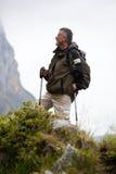 El recorrer nórdico hermoso del hombre mayor Fotografía de archivo libre de regalías