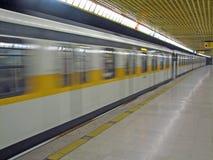 El recorrido del metro ayuna en Milano Fotos de archivo