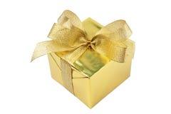 El rectángulo de regalo de oro con el arqueamiento aisló Imágenes de archivo libres de regalías