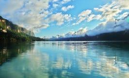 El reflejo de la nube de la dispersión en khaosok Fotos de archivo