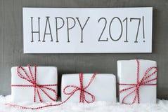 El regalo blanco en nieve, manda un SMS a 2017 feliz Imágenes de archivo libres de regalías