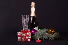 El regalo del Año Nuevo debajo del árbol stock de ilustración