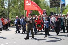 El regimiento inmortal de la acción en desfile de la victoria Fotografía de archivo