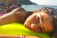 El relajar en la playa Fotografía de archivo
