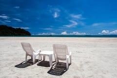 El relajar en la playa imagenes de archivo