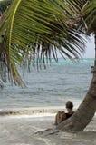 El relajar en la playa Imagen de archivo