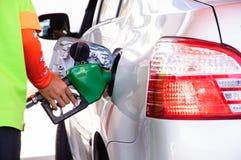 El rellenar del coche de la gasolina Imagen de archivo libre de regalías