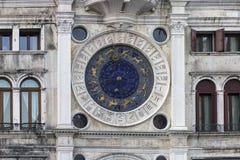El reloj astronómico de la marca de Venecia, Italia San, fotografía de archivo