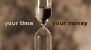 El reloj de arena de cristal está vertiendo la arena expira tiempo Su tiempo ilustración del vector