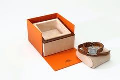 El reloj de lujo de las mujeres de Hermes y esta casa presentan la caja Foto de archivo libre de regalías