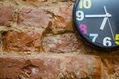 El reloj de pared coloreado Foto de archivo