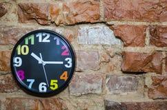 El reloj de pared coloreado Imagen de archivo