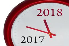El reloj rojo con el cambio 2017-2018 representa el Año Nuevo que viene 2018 Imagen de archivo libre de regalías