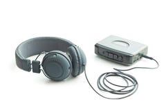 El reproductor de audio y los auriculares del vintage Imagen de archivo